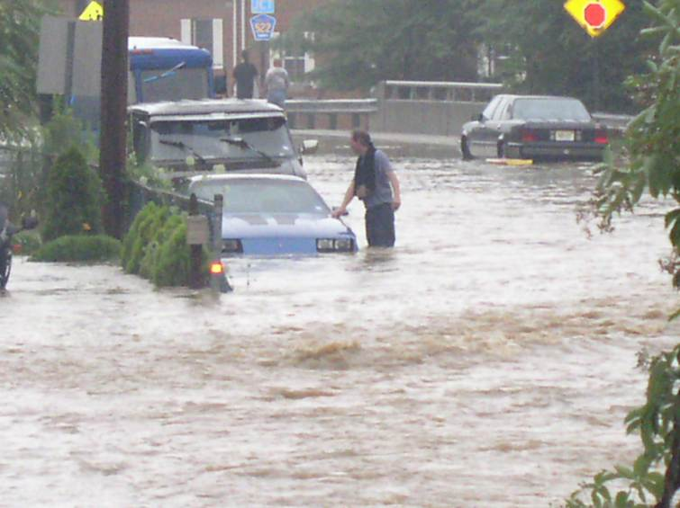A man trying to rescue his car on Pergola Avenue
